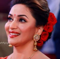 (40) Twitter Indian Hairstyles For Saree, Saree Hairstyles, Indian Wedding Hairstyles, Dress Hairstyles, Bride Hairstyles, Hairstyle Ideas, Bridal Bun, Bridal Hairdo, Bollywood Makeup