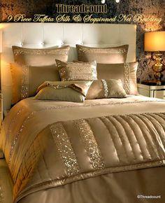 Покривала Gold Bedroom, Bedroom Sets, Bedding Sets, Bed Cover Design, Bed Design, Home Decor Bedding, Bedroom Decor, Designer Bed Sheets, Luxurious Bedrooms