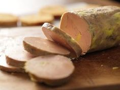 Mon foie gras super fastoche - Page 2 of 2 - Que Cuisine Chefs, Mousse, Comida Keto, Food Fantasy, Easy Casserole Recipes, Xmas Food, Charcuterie, International Recipes, Food Plating