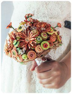Borsetta bottoni gioiello  #tipologiebouquet #bouquetbottoni #bouquet #bouquetsposa #unusualbouquet #bouquetalternativi