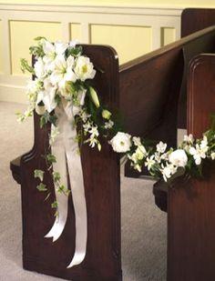 Las guirnaldas son bandas de flores elaboradas con follaje o con follaje y flores. Pueden servir para decorar el salón del banquete de bodas...