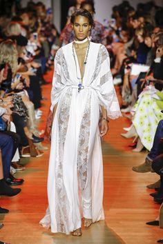 Elie Saab Spring 2019 Ready-to-Wear Fashion Show - Elie Saab Spring 2019 Ready-to-Wear Collection – Vogue - Fashion Week, Look Fashion, Spring Fashion, Fashion Outfits, Fashion Design, Elie Saab Spring, Robes Elie Saab, Couture Fashion, Runway Fashion