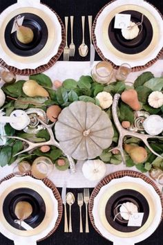 Find Symmetry - Thanksgiving Day Tables That Are #Goals - Photos