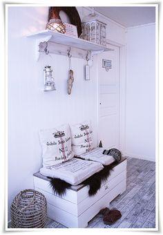 Floor + details! You can also easily make the shelf yourself! tyrifryd.com