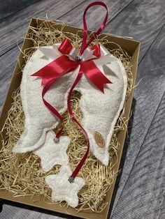 Anjelské krídla, ručne šité. Výška krídla je 20cm, celá dľžka cca 45cm. Amart design Angel Wings, Christmas Stockings, Holiday Decor, Pink, Handmade, Home Decor, Needlepoint Christmas Stockings, Hand Made, Decoration Home