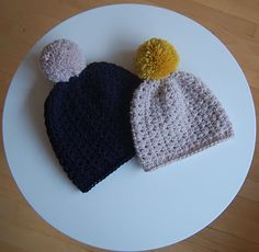 Found this on here, she claims they are hers. Should maybe not copy three of my patterns then even if in another language. Wow I am just amazed. You can find the orginal of this (cherub cheeks beanie)  the granny square top and the poncho at Pardon My Chaos