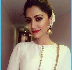 61 Trendy churidar neck designs to try in 2019 Salwar Kameez Neck Designs, Churidar Designs, Kurta Neck Design, Kurta Designs Women, White Saree Wedding, White Anarkali, White Salwar Suit, Kurtha Designs, Salwar Pattern