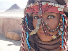 Jewelry face piece of north africa We Are The World, People Around The World, We The People, Egyptian Women, Arte Tribal, North Africa, World Cultures, Traditional Dresses, Character Inspiration