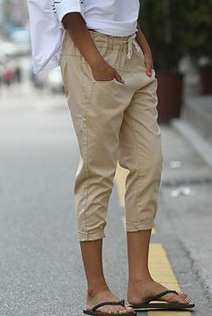 Today's Hot Pick :Low Rise Capri Pants http://fashionstylep.com/SFSELFAA0001427/happy745kren/out High quality Korean fashion direct from our design studio in South Korea! We offer competitive pricing and guaranteed quality products. If you have any questions about sizing feel free to contact us any time and we can provide detailed measurements.