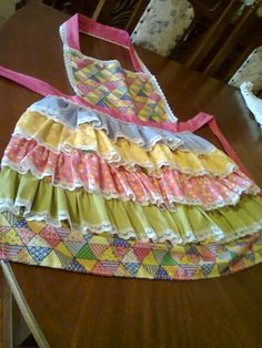 Avental festa Junina. Childrens Aprons, Country Dresses, Sewing Aprons, Girls Boutique, Kid Styles, Pattern Fashion, Dress Patterns, Girl Birthday, Party Themes