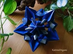 Schwierigkeit ♥♥♥♡♡ Dieser schöne Kusudama ist ein Design von Maria Vahrusheva thank you sooo for permission :-)) Gefaltet habe ich mit 7,5 x 7,5 cm Washi Pa...