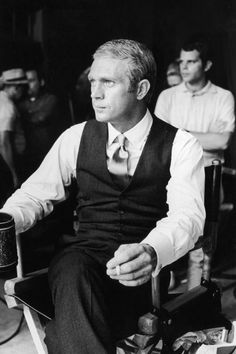 American actor Steve McQueen - sits with a cigarette and mug during a break in production on the set of director Norman Jewison's film, 'The Thomas Crown Affair'. McQueen is wearing a vest and a satin necktie. Actor Steve Mcqueen, Steve Mcqueen Style, Steven Mcqueen, Karl Lagerfeld, Steeve Mac Queen, Thomas Crown Affair, Cinema, Costume, Bruce Lee