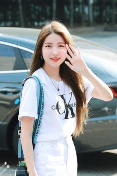 Photo album containing 11 pictures of Sowon Kpop Girl Groups, Korean Girl Groups, Kpop Girls, Gfriend Yuju, Gfriend Sowon, Keanu Reeves Young, Single And Happy, G Friend, Kpop Fashion Outfits