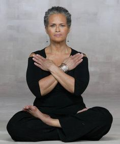 Some people have trouble aging gracefully. They worry about wrinkles, graying hair and other effects of aging. But for people who are aging they should Yoga Meditation, Kemetic Yoga, Ageless Beauty, Beauty Full, Going Gray, Stay Young, Aging Gracefully, Grey Hair, Yoga