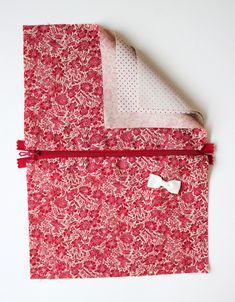 I propose you today a very simple idea for the beginners (e) s in sewing! It is a fabric pouch, which one can choose oneself dimensions. Beauty Hacks Pictures, Diy Step By Step, Diy Clothes Videos, Creation Couture, Couture Sewing, Hacks Diy, Sewing Projects, Etsy Seller, Sewing Patterns