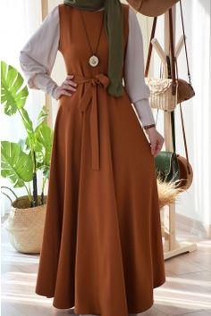 Hijab Style Dress, Modest Fashion Hijab, Modesty Fashion, Abaya Fashion, Fashion Dresses, Stylish Dress Designs, Designs For Dresses, Hijab Evening Dress, Muslim Women Fashion