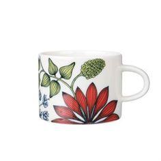 Arabias Runo-Tasse schafft mit ihrer wunderbaren Dekoration eine herrliche Atmosphäre am Tisch. Die finnische Keramikerin Heini Riitahuta ließ sich hier von den finnischen Jahreszeiten inspirieren – diese Tasse ist mit verschiedenen, fast mystischen Dekoren bestellbar.