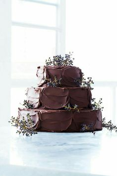 Chocolate Wedding Cakes More chocolate wedding cake Rustic Chocolate Wedding Cakes Wedding Cake Rustic, Cool Wedding Cakes, Wedding Cake Designs, Gorgeous Cakes, Pretty Cakes, Amazing Cakes, Chocolates, Choco Torta, Sweet Paul