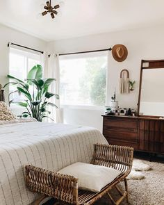 We don't know if it's the palm tree vibes, the rattan bench or our soft Maze Coverlet, but something about this really makes us want to book a weekend trip to Hawaii. IG: @nolongerwander #bedroomsdecor