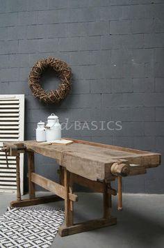 Werkbank 20071 - Stoere oude houten werkbank ; leuk als sidetable of keukeneiland. te koop bij WWW.OLD-BASICS.NL  webshop en grote winkel vol brocante vintage en industriële meubels