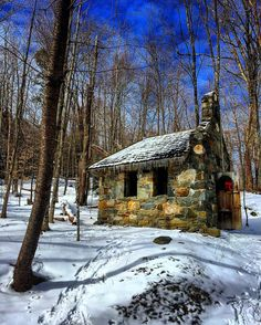 This #beautiful little #stone #chapel in the #woods is perfect for a #sundaymorning #instagram post. Werner Von Trapp and other family members built this entirely of #rocks and #cedar. #cabinporn #tinyhouse #stowe #snowshoe #hiking #winteradventures #wanderlust #picoftheday #getoutside #rei1440project by rondack13
