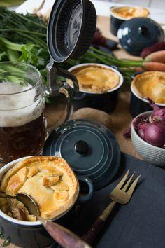 Bratwurst, Beer & Cheddar Pot Pie von den [Foodistas]