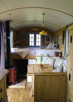 Cool 50 Excellent Rv Camper Interior Design And Decoration Ideas. # Cool 50 Excellent Rv Camper Interior Design And Decoration Ideas. Camper Interior Design, Campervan Interior, Rv Interior, Interior Ideas, Rv Camping, Family Camping, Glamping, Tyni House, Deco Studio