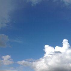 Développement de la news en cours #Niort #sky #France #cielfie #ciel #clouds #cloud #nuage #nuages #bleu #blau #blue #skyporn #cumulus