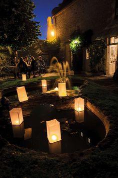Prolongez votre fête avec des lanternes flottantes et des bougies
