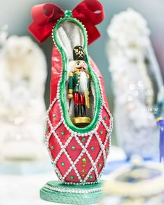 Nutcracker decorated pointe shoe made by Rafaela Risco. Photo by Lymandvm photography.