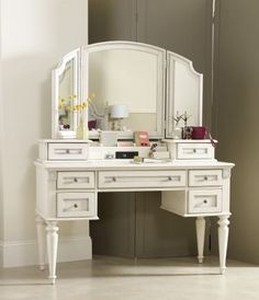 Vanity Desk w/ Hutch & Vanity Mirror. PERFECT for office desk!!!! I think we got a WINNER!!! ♡♥♡♥