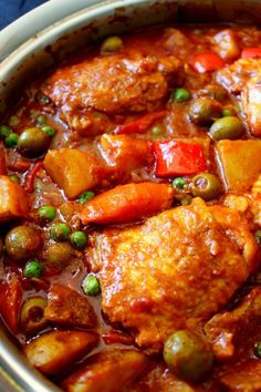 Chicken Afritada (Spanish-style Chicken Stew) - The Best Spanish Recipes Mexican Food Recipes, Soup Recipes, Dinner Recipes, Cooking Recipes, Healthy Recipes, Spanish Recipes, Healthy Food, Crockpot Recipes, Easy Filipino Recipes