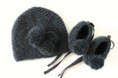 Ensemble naissance cachemire et mohair gris anthracite, chaussons bébé en cachemire et mohair et bonnet bébé.