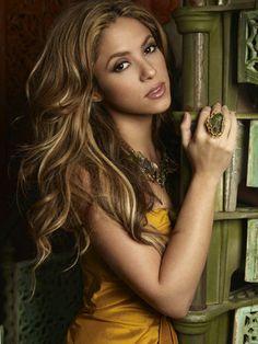 Shakira | Wavy Hair #brunette #celebrityhair #PMTS http://colourmylifelondon.wordpress.com/2013/09/20/hairdressers-open-on-sunday-battersea-and-wandsworth-sw11/