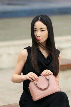 Louis Vuitton Alma bb bag in pink Louis Vuitton Vintage Bags, New Louis Vuitton Handbags, Louis Vuitton Alma, Lv Handbags, Louis Vuitton Monogram, Designer Handbags, Purses, Bb, Womens Fashion