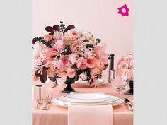 Toalha e arranjo de mesa em tons de rosa Pink Pink Pink