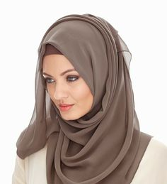 Beautiful in hijab Muslim Fashion, Modest Fashion, Fashion Outfits, Hijabs, Collection Eid, Simple Hijab, Hijab Stile, Hijab Pins, Head Scarf Styles