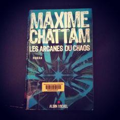 """Ma #VendrediLecture """"Les arcanes du chaos"""" de Maxime chattam @VendrediLecture Bonne fin de journée"""