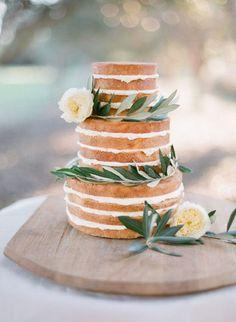 Pretty naked cake with laurel and white flowers. Beautiful and simple - the cake and i naked cake Pretty Cakes, Beautiful Cakes, Simply Beautiful, Candybar Wedding, Nake Cake, Bolos Naked Cake, Kreative Desserts, Summer Wedding Cakes, Wedding Cake Photos