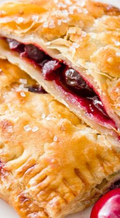 Simple Cherry Pastry Pies are so easy using frozen puff pastry! Cherry Desserts, Cherry Recipes, Fruit Recipes, No Bake Desserts, Baking Recipes, Delicious Desserts, Dessert Recipes, Mini Cherry Pies, Cherry Hand Pies