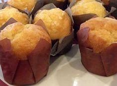 Queques de laranja Cupcakes, Sweet Recipes, Cake Recipes, Biscuits, Portuguese Recipes, Portuguese Food, Lava Cakes, Small Cake, No Bake Cake