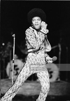American singer Michael Jackson (1958 - 2009) performing on stage with the Jackson Five in London, England in November 1972 | Curiosities and Facts about Michael Jackson ღ by ⊰@carlamartinsmj⊱