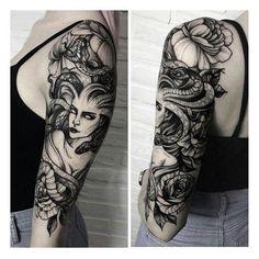 Medusa Tattoo Design, Tattoo Designs Wrist, Full Sleeve Tattoo Design, Half Sleeve Tattoos Designs, Tattoo Arm Frau, Arm Tattoo, Body Art Tattoos, Tattoo Pain, Snake Tattoo
