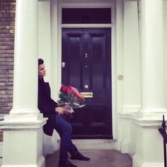 Oh no our Cupid has been stood up. Mrs Fin isn't in. Camilla at No. 8 is taking care of your roses  cc @ohhullofin #NiemierkoValentines