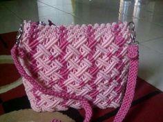 Makreme çanta Collar Macrame, Macrame Purse, Macrame Dress, Macrame Curtain, Macrame Art, Clutch Tutorial, Crochet Girls Dress Pattern, Sweet Bags, Art N Craft