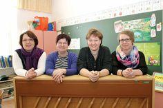 Eteläisen koulun musiikkitunnit ovat lähes tulkoon ihan niin kuin silloin ennen. Kuvassa vasemmalta Leena Stén, Soili Juvonen, Katja Kiikkala ja Marja Hämäläinen.   Aamuposti 19.4.2016, kuva Mia Lagström
