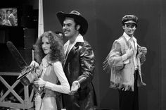 Laraine Newman as Mrs Mel Dan Aykroyd as Mel Bill Murray as model during the 'Mel's Hide Heaven' skit on March 19 1977 Photo by NBCU Photo Bank John Beck, My Favorite Year, Picture Boxes, Live Picture, Bill Murray, Gone With The Wind, Saturday Night Live, Interesting History