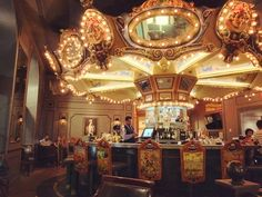 How amazing is this? A #bar that is a #carousel at the same time? Its #beautiful as it is #charming  New Orleans is full of #amazing surprises !  #UnitedStates  #architecture #party #nola #cool #drink #drunk #louisiana #traveling #usa #night #nightlife #frenchquarter #thebigeasy #city #citylife #beer #cocktail #travel #wanderlust # #happy #interiordesign #hotel #hotelmonteleone by monsieurluigi