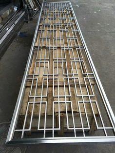 Decorative metal screen with lattice pattern Balcony Grill Design, Balcony Railing Design, Window Grill Design, Screen Design, Steel Gate Design, Door Gate Design, Metal Screen Doors, Iron Doors, Decorative Metal Screen