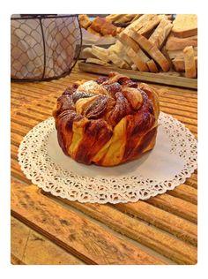 Kranz, il dolce tipico del Sud Tirol. Un'intreccio di focaccia e sfoglia condito da uvetta. Si sposa perfettamente con la marmellata di albicocca. Ottimo!